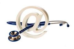 E-mailsymbool en stethoscoop Stock Afbeeldingen