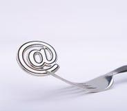 E-mailsymbool op een vork Stock Afbeelding