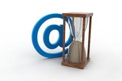 E-mailteken en uurglas Royalty-vrije Stock Foto's