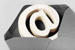 E-mailteken in envelop Royalty-vrije Stock Foto's