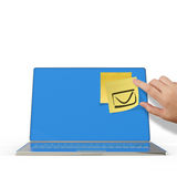 E-mailteken op kleverige nota over 3d laptop computer Stock Fotografie