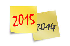 2015 e 2014 mandano un sms a scritto sulle note appiccicose gialle Fotografia Stock Libera da Diritti