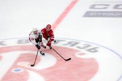 E Mankinen 13 vs A Petersson 20 Fotografering för Bildbyråer