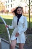 E Modern stedelijk vrouwenportret Manier bedrijfsstijlkleren royalty-vrije stock foto