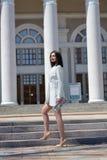 E Modern stedelijk vrouwenportret Manier bedrijfsstijlkleren royalty-vrije stock afbeelding