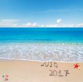 2016 e 2017 na praia Fotografia de Stock Royalty Free
