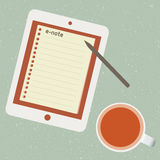 E-nota e tazza di tè Immagini Stock