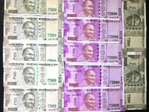 500 e 2000 notas indianas da moeda da rupia foto de stock royalty free