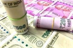 500 e 2000 notas indianas da moeda da rupia imagens de stock