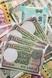 200, 500 e o um as rupias indianas novas da moeda, notam como o fundo imagem de stock