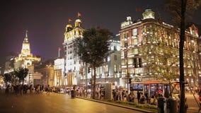 E Opini?n de la noche a lo largo de la Federaci?n en Shangai central almacen de video