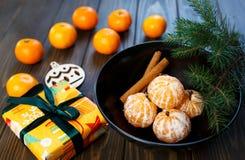 E Os mandarino das citrinas na placa fotos de stock royalty free