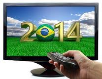 2014 e pallone da calcio con la bandiera del Brasile Immagine Stock