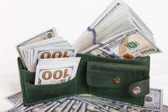 E Partij van honderd dollar rekeningenclose-up Dollars in uw portefeuille stock foto's