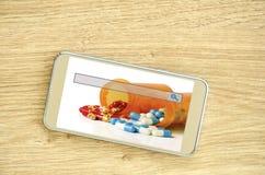 E-pedir e conceito em linha da prescrição do reenchimento foto de stock