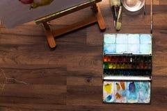 E Peinture et balais d'aquarelle Photo libre de droits
