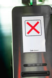 E-porte à l'aéroport (scanners de carte d'embarquement) Photo libre de droits