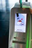 E-portone all'aeroporto (analizzatori del passaggio di imbarco) Immagini Stock