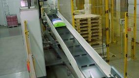 E przewieziona taśma pakować produkcję przy fabryką zdjęcie wideo