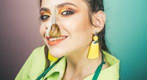 E r   Μοντέρνο πρόσωπο makeup κοριτσιών στοκ φωτογραφίες