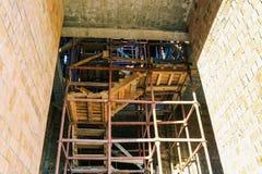 E r Οικοδόμηση του κτηρίου κίτρινος στοκ εικόνες