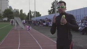 题材体育和健康 E 股票录像