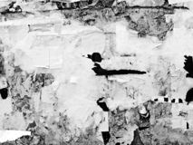 葡萄酒老被抓的广告的难看的东西墙壁广告牌被撕毁的大字报,都市纹理抽象框架背景被弄皱的Crumpl 库存图片