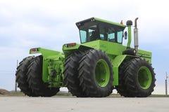RÃ-¡ lodisar Huntractor repowered den artikulerade traktoren 4wd i Ungern royaltyfria foton