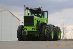 RÃ-¡ lodisar Huntractor repowered den artikulerade traktoren 4wd i Ungern royaltyfri fotografi