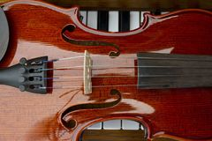 E r Defocused Lichter von Projektoren Abbildung der elektrischen Gitarre Stockfoto