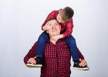 E r Kinderjaren parenting Dit is dossier van EPS10-formaat Gelukkige Familie pasvormen royalty-vrije stock fotografie
