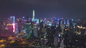 Shenzhen, China - 30 maart 2019: Stedenstad en lichtshow Futian District Luchtaanzicht Openbaar maken Drone Flies stock videobeelden