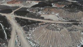 Luchtzicht van de mijnbouwsteengroeve Duinen in mijnbouwsteengroeven Luchtweergave 4K stock videobeelden