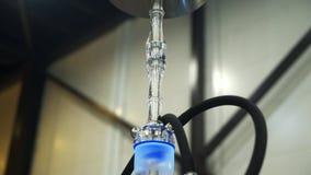 E Rauchender Tabak an der Ausstellung Shisha-Sch?ssel stock footage