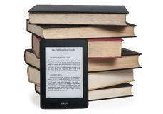 E-reader versus textbook Royalty Free Stock Images