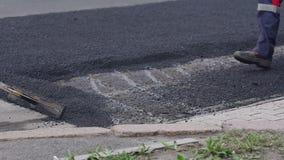 E Riparazione delle strade asfalto video d archivio