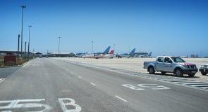 E Ryanair low costflygplan i Paphos den internationella flygplatsen, Cypern royaltyfri fotografi