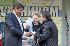 E.Samoshin and G.Dmitrieva. MOSCOW - OCTOBER 7: Representative of Rostelecom E.Samoshin congratulate G.Dmitrieva  on event of day of Podolsk on October 7, 2012 Royalty Free Stock Photo