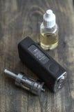 E-sigaret of vaping apparaat stock afbeeldingen