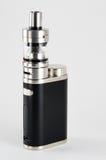 E-sigaretta o dispositivo vaping Il nero ed acciaio fotografia stock