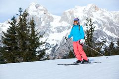 Żeńska narciarka Fotografia Royalty Free
