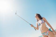 Żeński Bierze Selfie Przy Seashore Obraz Royalty Free