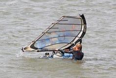 Żeński surfboarder w wodzie Obrazy Royalty Free