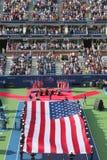 E.U. Marine Corps que unfurling a bandeira americana durante o th Fotos de Stock Royalty Free