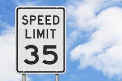 E.U. sinal do limite de velocidade de 35 mph foto de stock royalty free