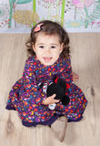 1 e una mezza neonata di un anno dell'interno Fotografia Stock