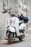 e-vélo de Rétro-conception dans un hutong, Pékin, Chine Photographie stock
