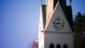 e vicino su di un orologio della chiesa archivi video