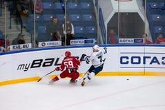E Voronkov (59) vs A Pavlovich (71) Royaltyfria Foton