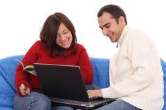 E-winkelt met laptop royalty-vrije stock afbeelding